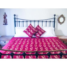 Tulip Vine Red Throw